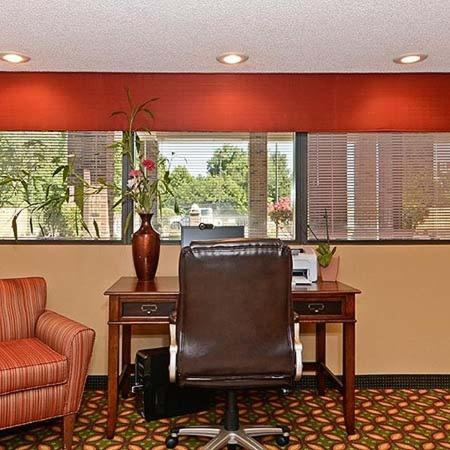 Travelers Inn & Suites - Memphis Photo