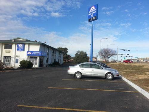 Americas Best Value Inn - Lincoln Airport Photo