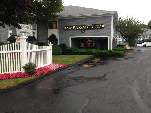 Ambassador Inn and Suites Photo