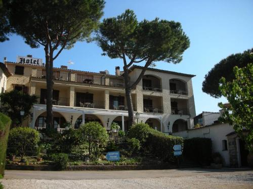 - Hotel Castel Garoupe - Hotel Antibes-Juan-les-Pins, France