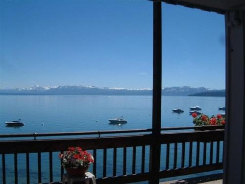 Holiday House - Tahoe Vista, CA 96148