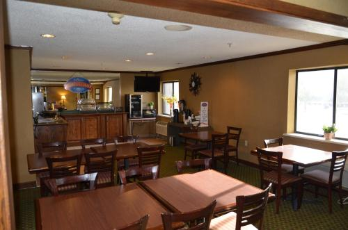 Baymont Inn And Suites Davenport - Davenport, IA 52807