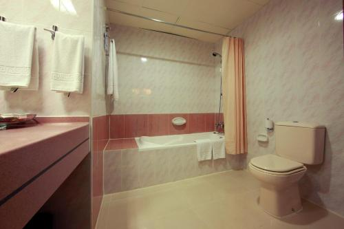 Howard Johnson Bur Dubai photo 16