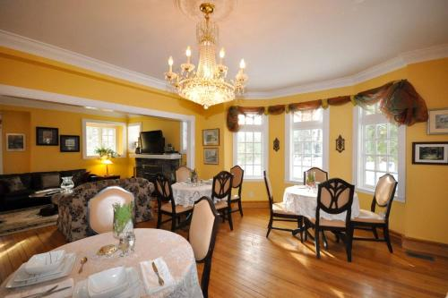 Whispering Pines Inn Bed and Breakfast Photo