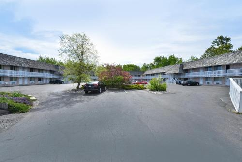 Americas Best Value Inn Mackinaw City Photo