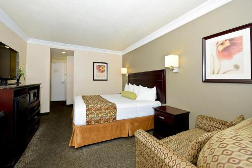 Best Western Woodland Hills Inn Photo