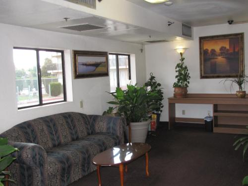 Valley Inn Fresno - Fresno, CA 93728
