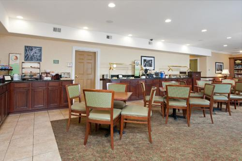Country Inn & Suites By Carlson Bloomington-Normal Airport Photo