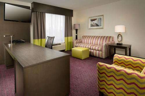 Hampton Inn & Suites - Buffalo Airport Photo
