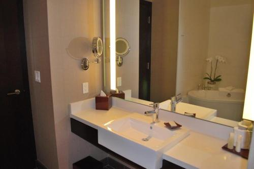 Luxury Suites International at Vdara Photo