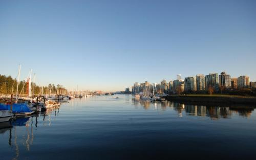 Rosellen Suites at Stanley Park Photo