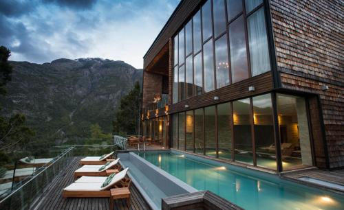 Uman Lodge Patagonia Chile Photo