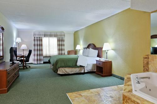 Country Inn & Suites Charlotte University Place Photo