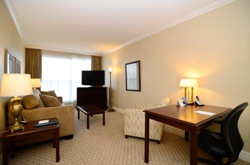 Best Western Plus Ottawa Downtown Suites Photo