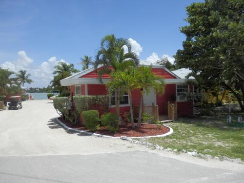 Castaways Beach and Bay Cottages Photo
