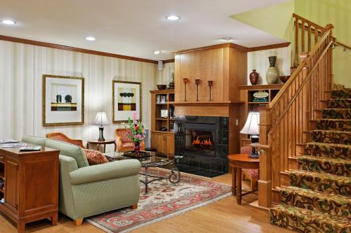 Country Inn & Suites By Carlson Peoria North Il - Peoria, IL 61615