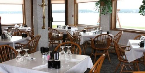 Baraga Lakeside Inn Photo