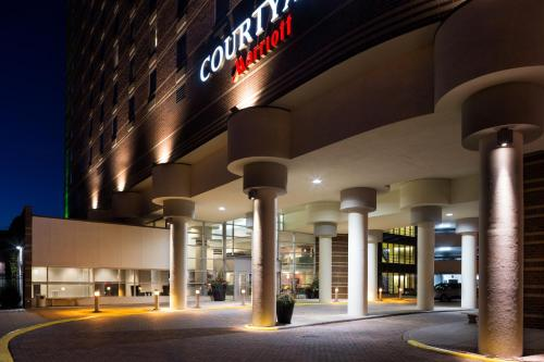 Courtyard by Marriott Minneapolis Downtown Photo