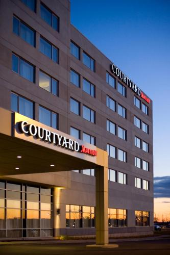 Courtyard by Marriott Montreal Airport Photo