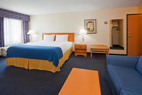 Holiday Inn Express Fargo - West Acres Photo