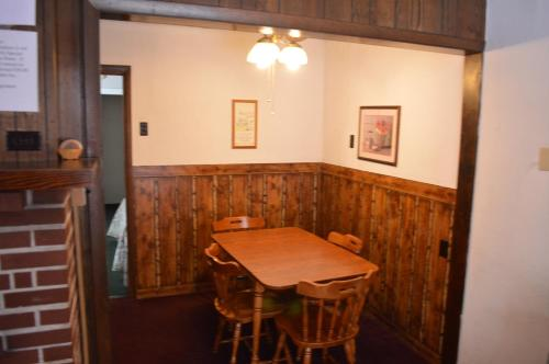 Maple Leaf Inn Lake Placid Photo