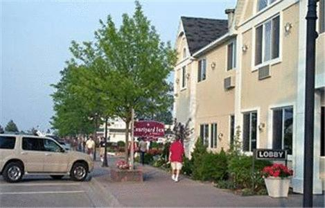 Court Plaza Inn & Suites of Mackinaw - Mackinaw City, MI 49701
