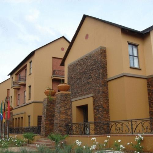Royal Elephant Hotel & Conference Centre Photo