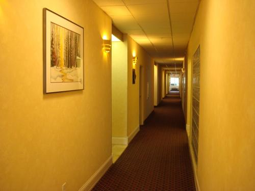 Howard Johnson Inn and Suites Photo