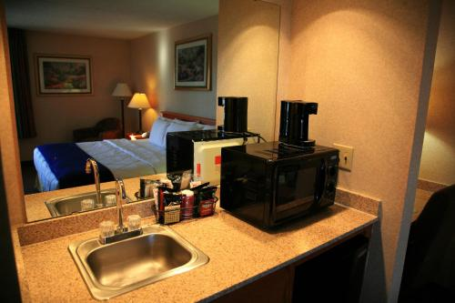 New Victorian Inn & Suites Omaha Photo