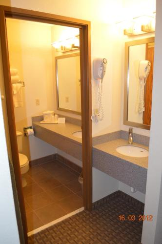 Comfort Inn & Suites Fall River Photo