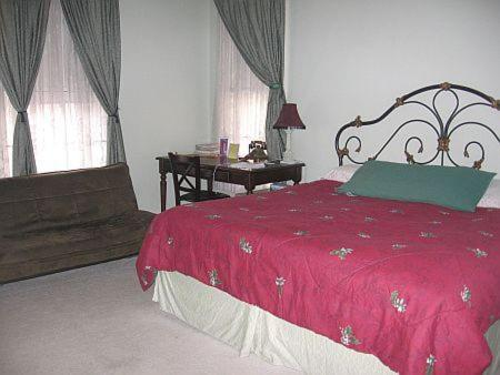 Olde Judge Mansion - Bed And Breakfast