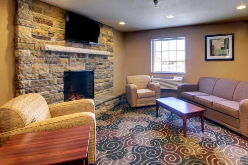 Cobblestone Inn and Suites - Rugby Photo