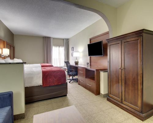 Comfort Suites Research Park - University Photo