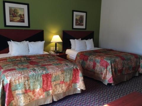 Clarion Inn and Suites Weatherford Photo