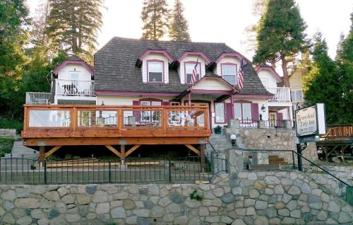 Arrowhead Lake Inn Photo