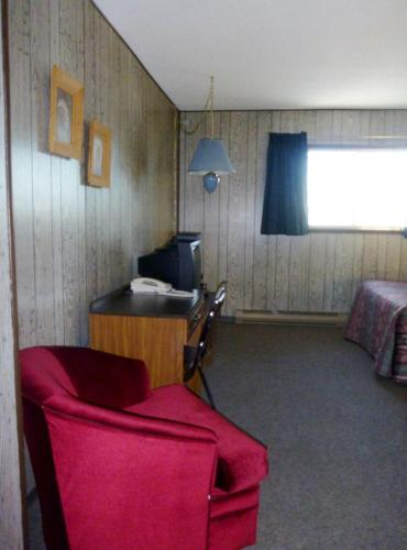 Snowshoe Inn Photo