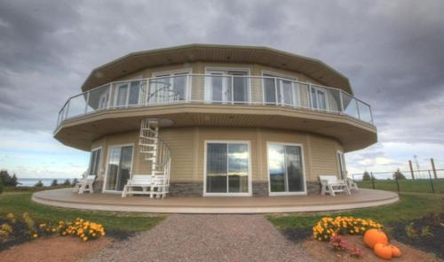 Around the Sea Rotating House, Suites & Tours Photo