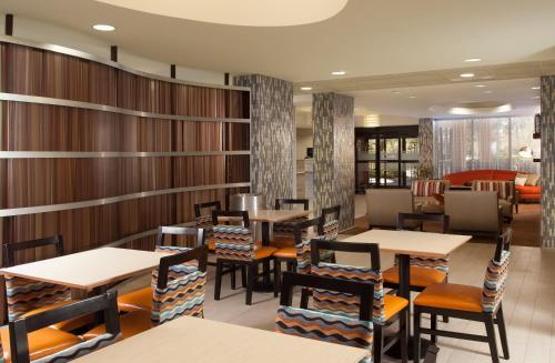 Hampton Inn Orlando-Airport photo 2