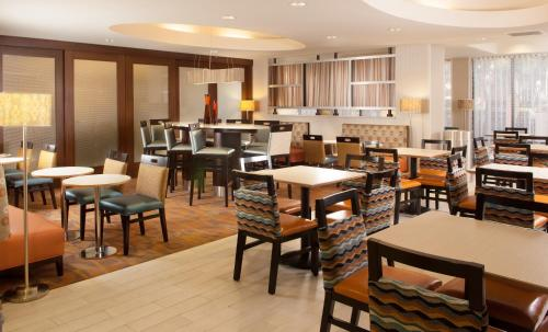 Hampton Inn Orlando-Airport Photo