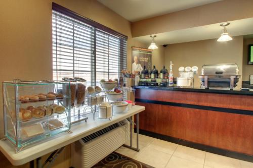 Cobblestone Inn and Suites - Bottineau Photo