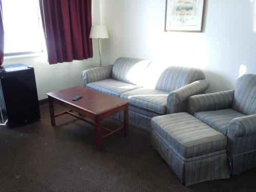 Americas Best Value Inn & Suites Grand Rapids Photo
