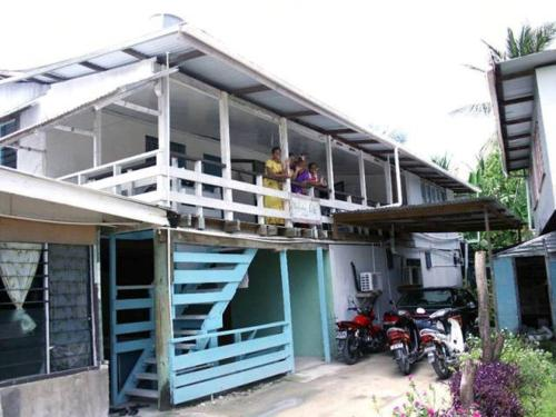 http://www.booking.com/hotel/tv/wamasiri-lodge.html?aid=1728672