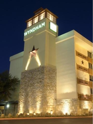Wyndham Garden Hotel Austin Photo