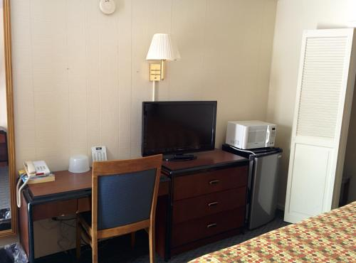 Economy Inn Toledo-Perrysburg Photo