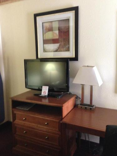 Southland Inn and Suites Photo