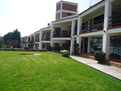 Hotel Los Sauces Villa del Carbon Photo