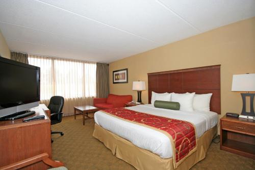 Best Western Plus Charlotte Matthews Hotel Photo
