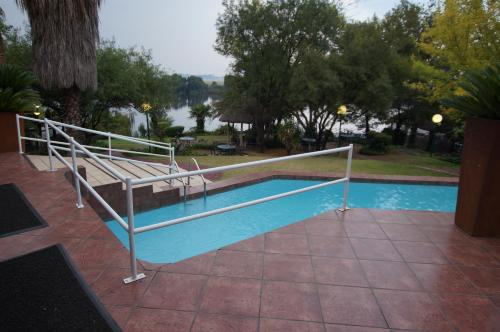 The Waterfront Country Lodge Photo
