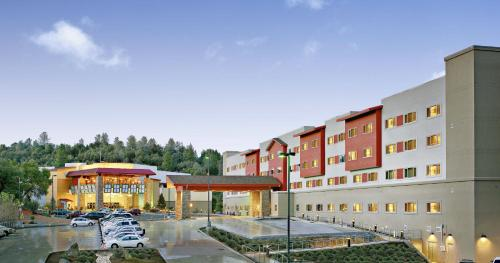 The Hotel at Black Oak Casino Resort Photo