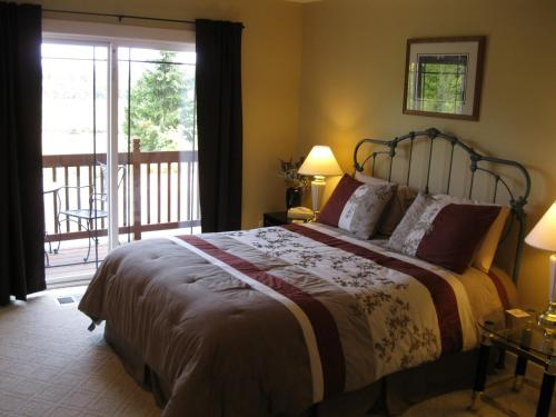 Blue Heron Chateau Bed & Breakfast Inn - Castle Rock, WA 98611